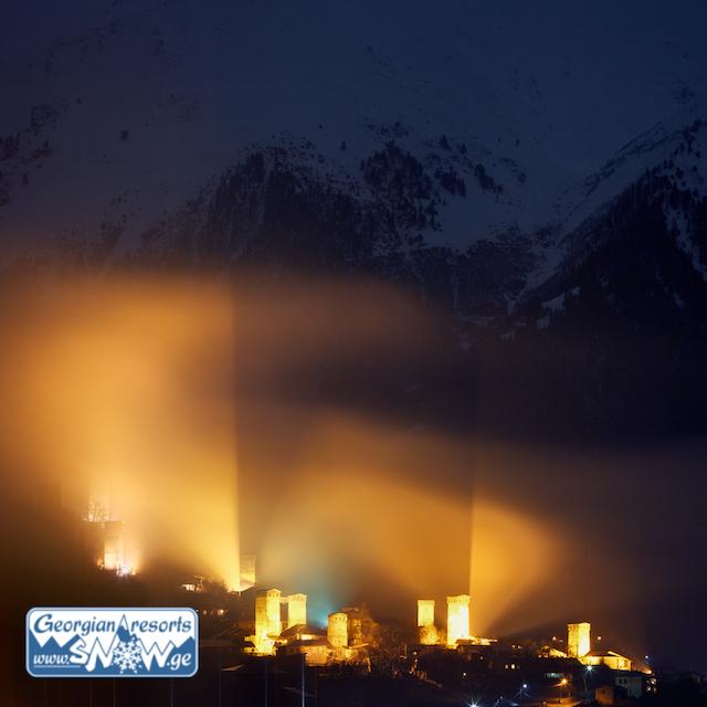 Сванские башни в Местии ночью