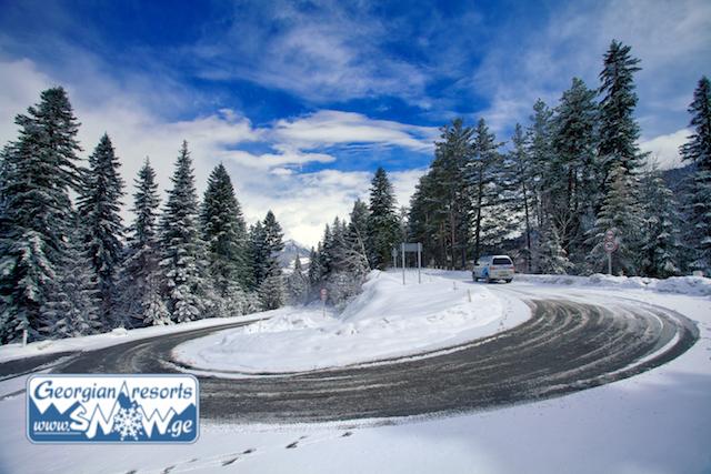 Abstände zwischen den Skigebieten von Georgien. Planung der Reisezeit mit dem Auto.